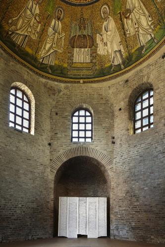 Sudari,  2017  cm 200x225.  Allestimento site specific. Battistero degli Ariani, Ravenna